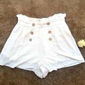 BRAND NEW😋 White Short With Buttons